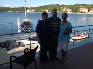 Restauratbesitzer Alen und seine Frau mit Dagmar